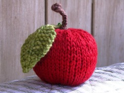 Knitted_Apple-250